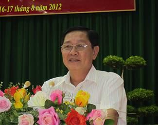 Bí thư Tỉnh uỷ Lê Vĩnh Tân trình bày dự thảo chương trình hành động của BCH Đảng bộ tỉnh  thực hiện Nghị quyết Trung ương 5