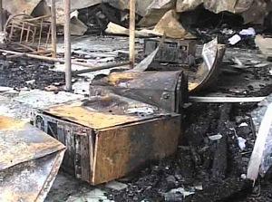 Các máy vi tính đã bị cháy rụi.